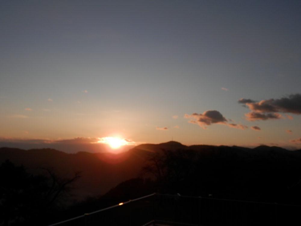 美の山からの日の出