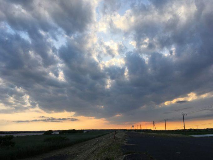 利根川サイクリングロードから見る茨城県神栖市の空
