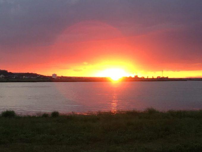 利根川サイクリングロードから見る夕日