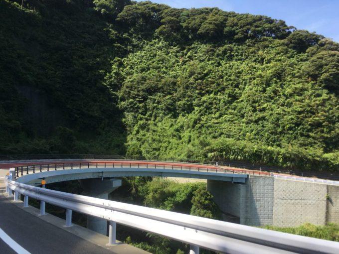 伊豆大島の急な坂道