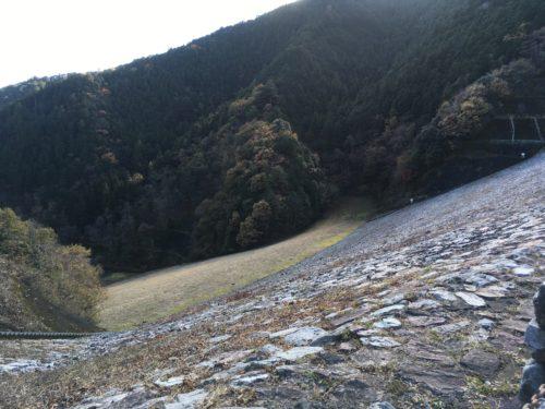 有間ダムの堤体