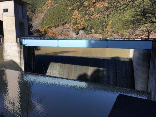 有間ダムの洪水吐