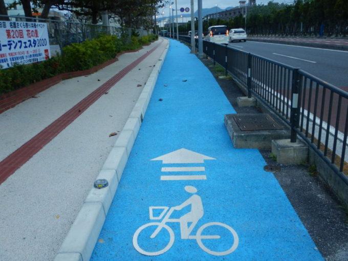 名護市、国道58号の自転車走行レーン