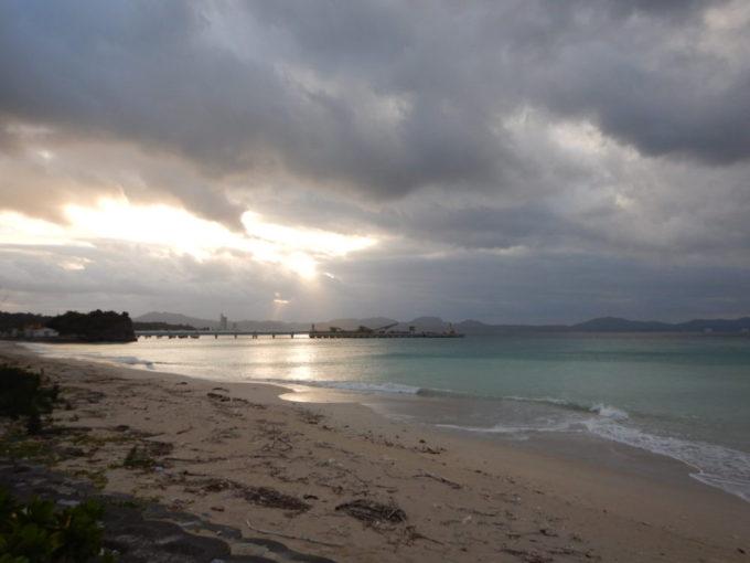 沖縄県道449号、雲間から太陽の光