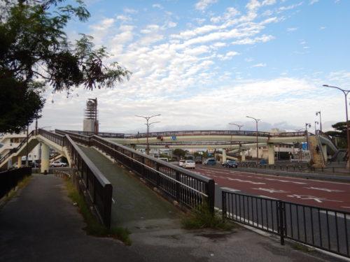 うるま市の歩道橋