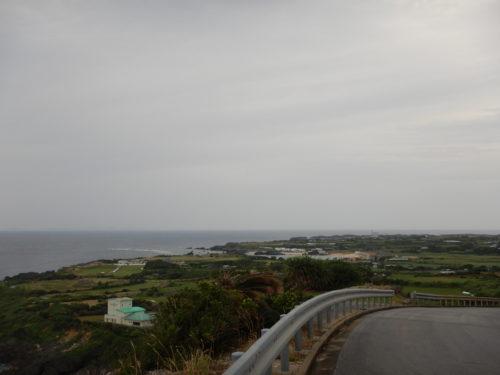 与論島の坂道の上からの景色