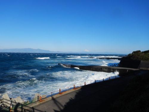伊豆大島の荒ぶる波