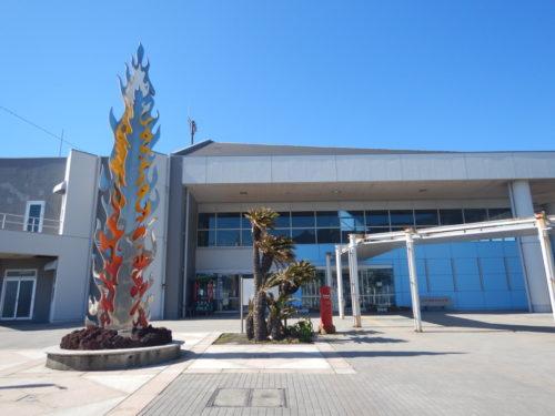 伊豆大島の元町港船客待合所