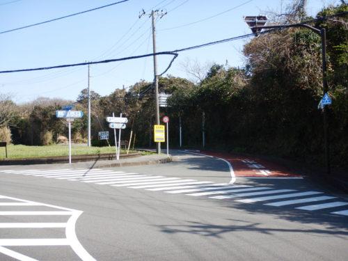 伊豆大島の三原山登山道路入口