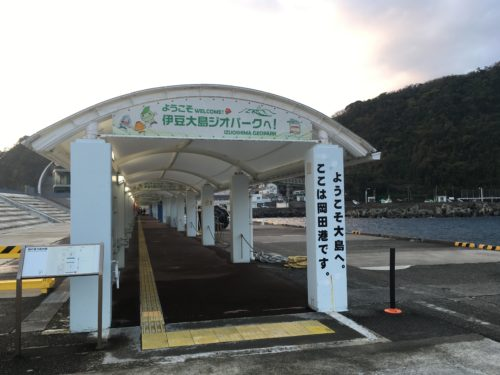 伊豆大島の岡田港
