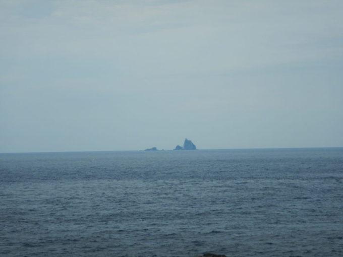 三宅島から見る大野原島(三本岳)