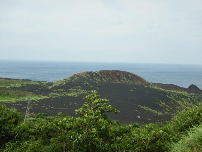 三宅島のひょうたん山