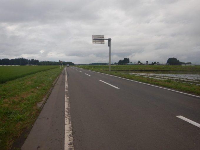青森県道22号を小田原湖方面に走る