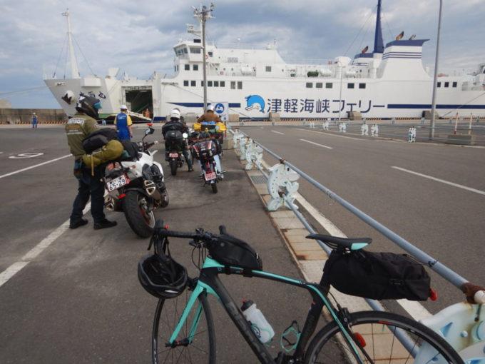 津軽海峡フェリーにロードバイクで乗り込む