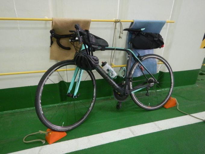 津軽海峡フェリー内のロードバイク