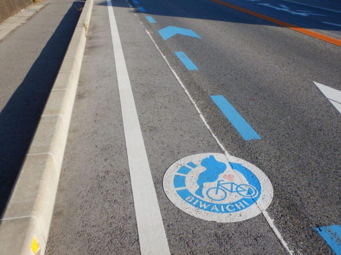 ビワイチルート案内の路面標示