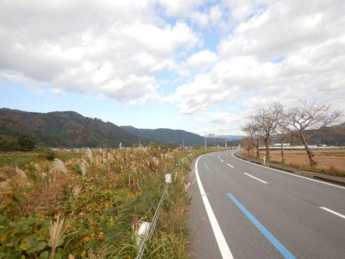 滋賀県道44号、余呉川沿いをロードバイクで走る