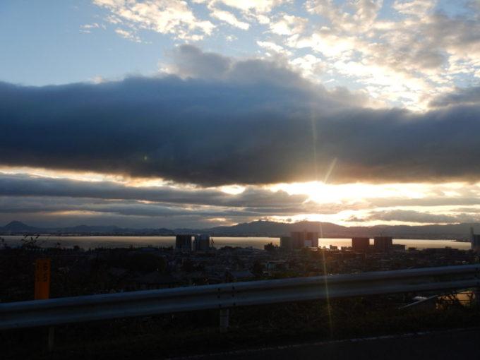 下鴨大津線から見る琵琶湖と朝日