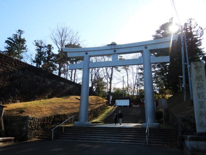 仙台市護国神社の表参道大鳥居